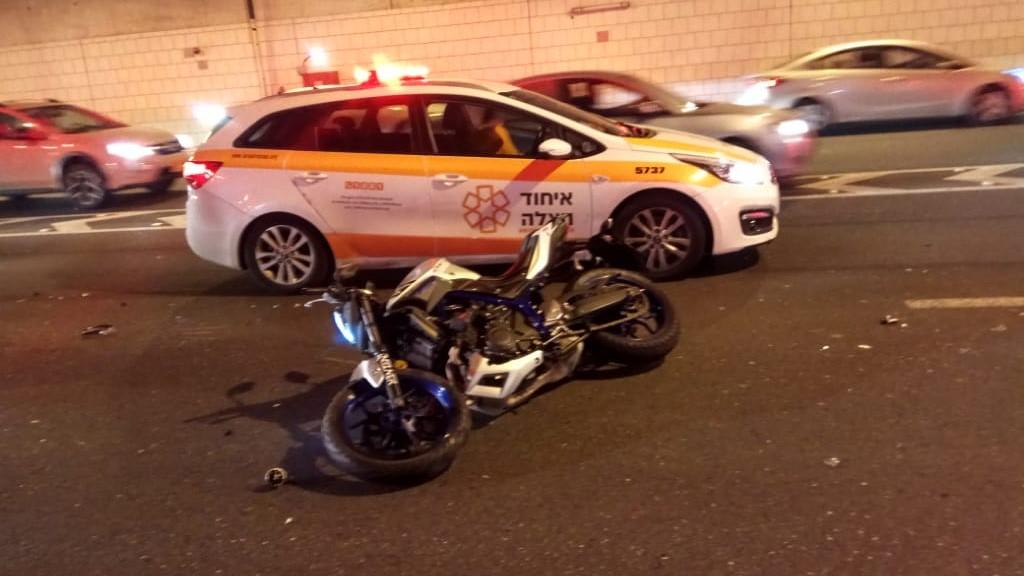 רוכב אופנוע נפצע בינוני בתאונה בכביש 471 סמוך למחלף קריית אונו
