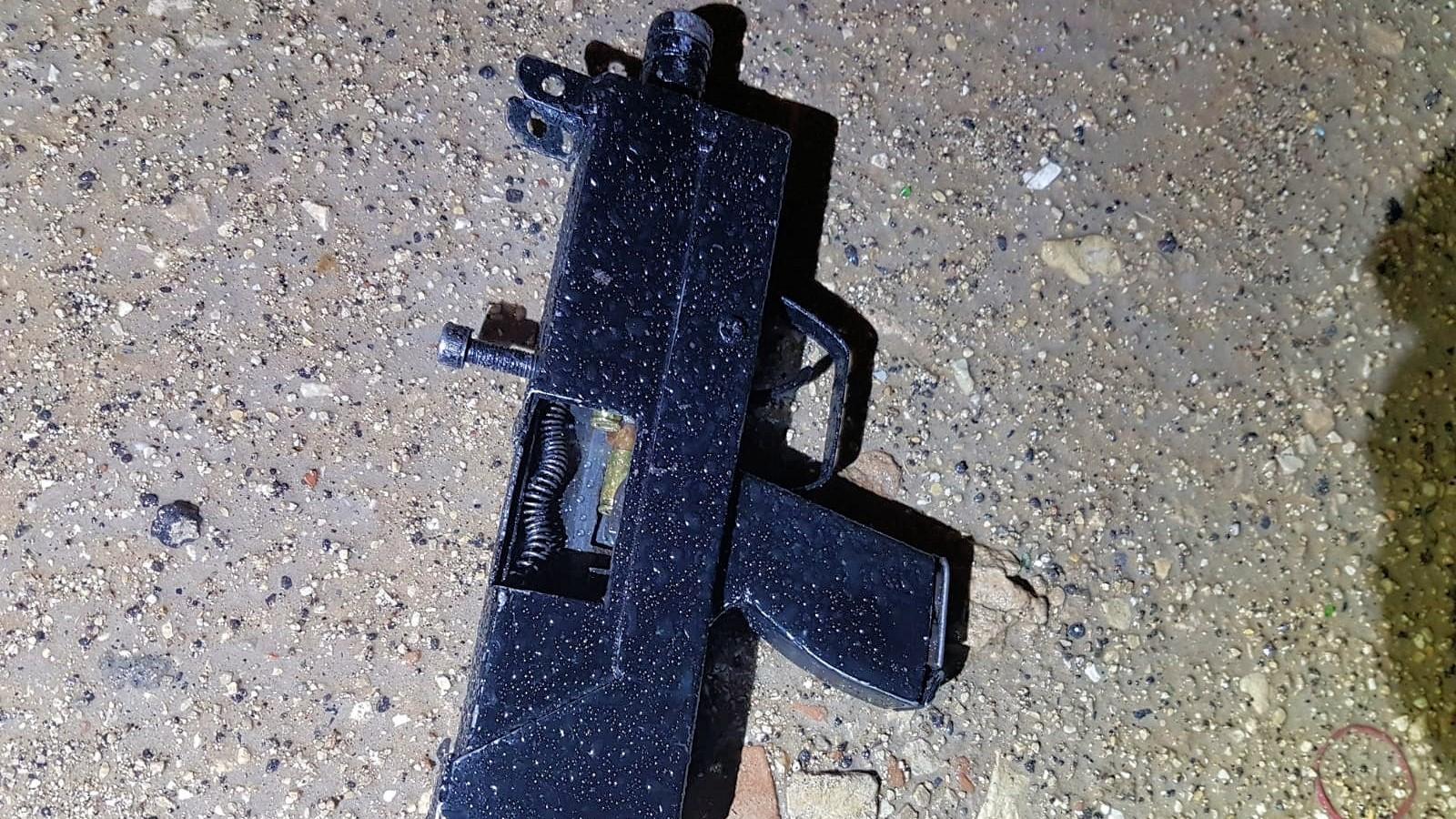 תת מקלע ומחסנית: נעצר חשוד בירי בלוד