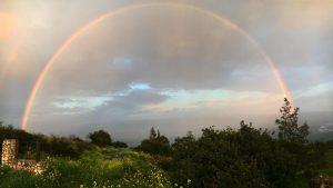 ערב טוב ישראל עם הקשת היפה שתועדה מעל עמק החולה, בצילום מרמות נפתלי