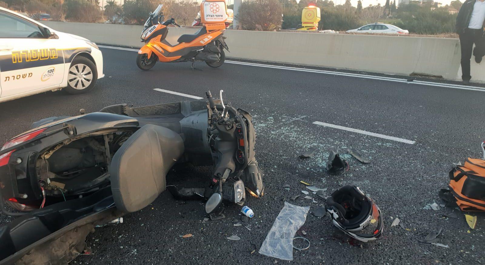 רוכב אופנוע נפצע בינוני לאחר שנפגע מרכב סמוך לחולון
