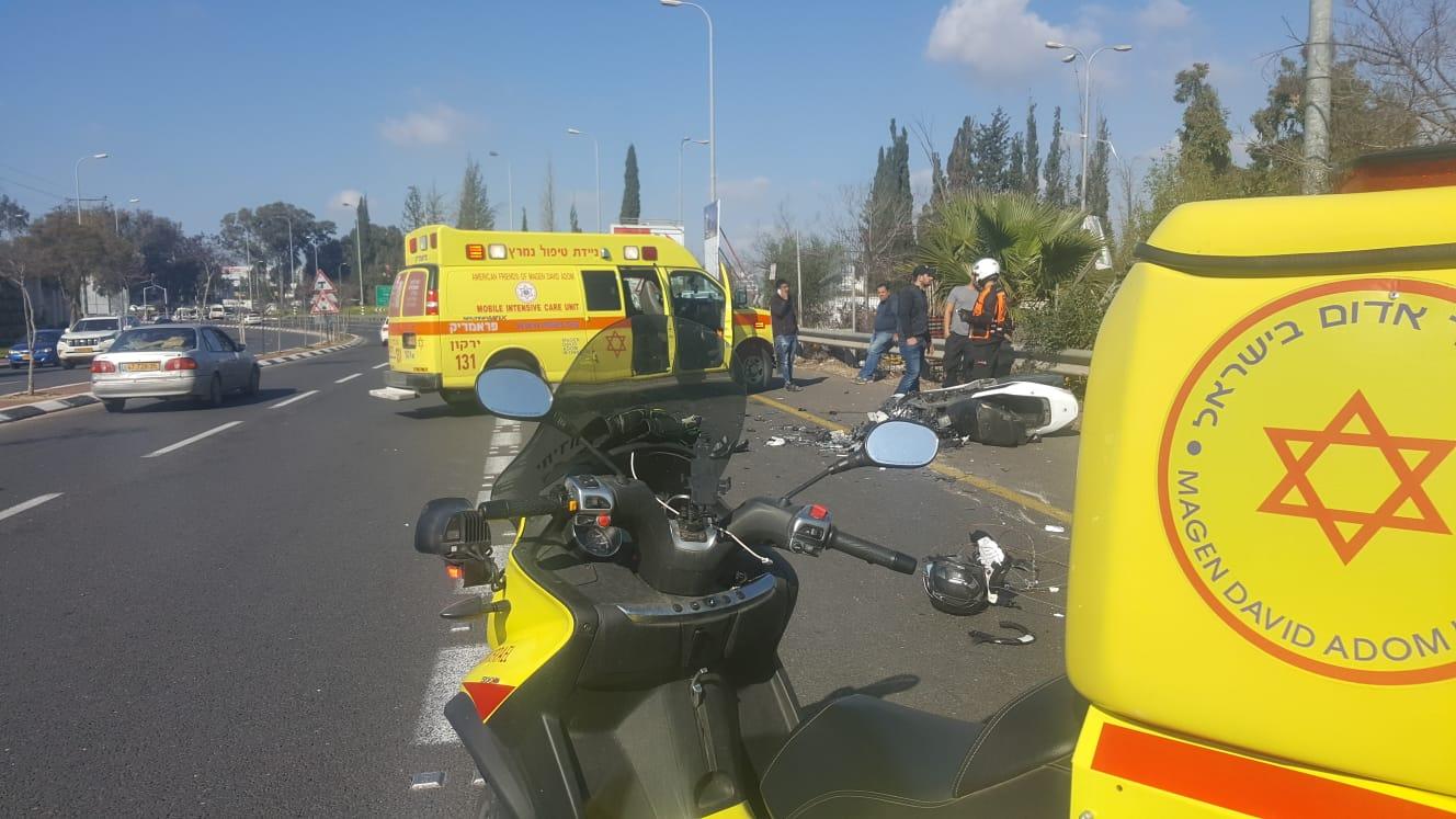 3 פצועים בתאונת דרכים בין שני כלי רכב סמוך לצומת בית דגן