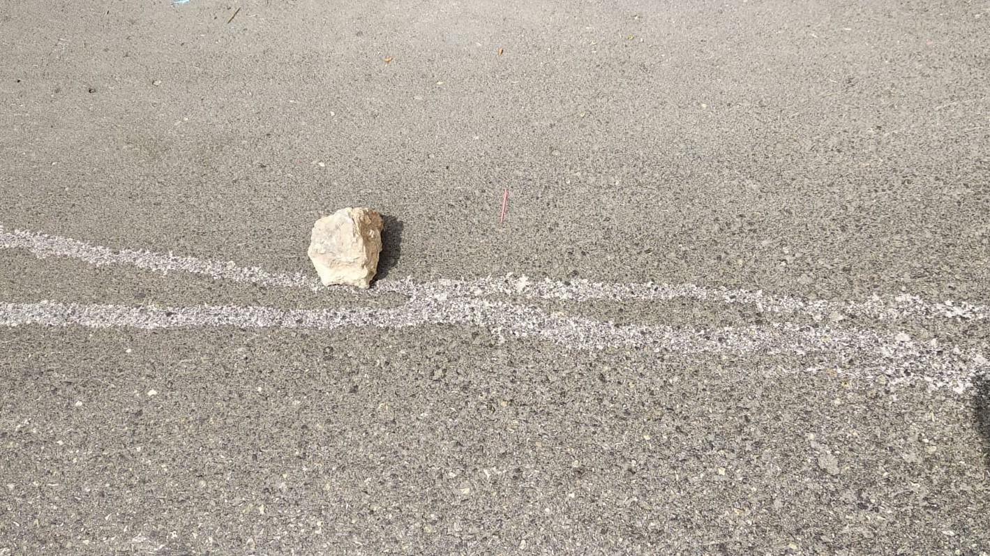 ניסיון רצח: מחבלים השליכו אבן גדולה לעבר תושב היישוב היהודי בחברון