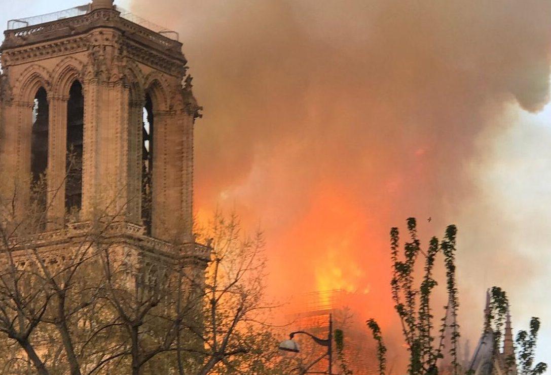השריפה בקתדרלת נוטרדאם בפריז: הושגה שליטה מלאה על האש