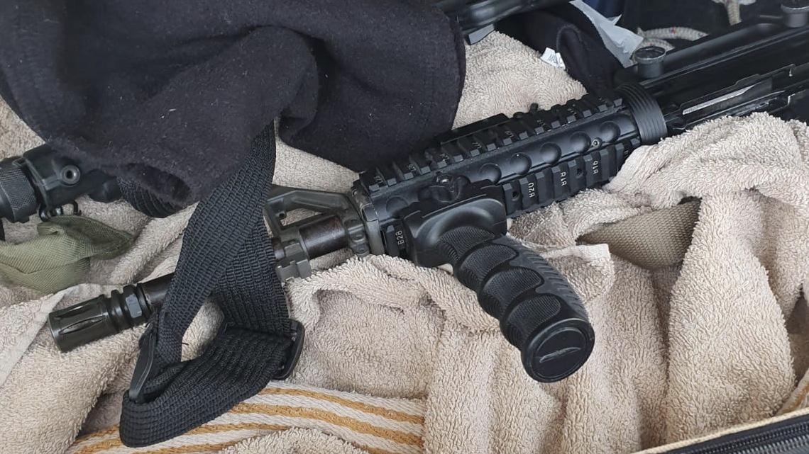 שלושה נשקים נתפסו ברכב של ערבים בו היו ילדה קטנה ותינוק