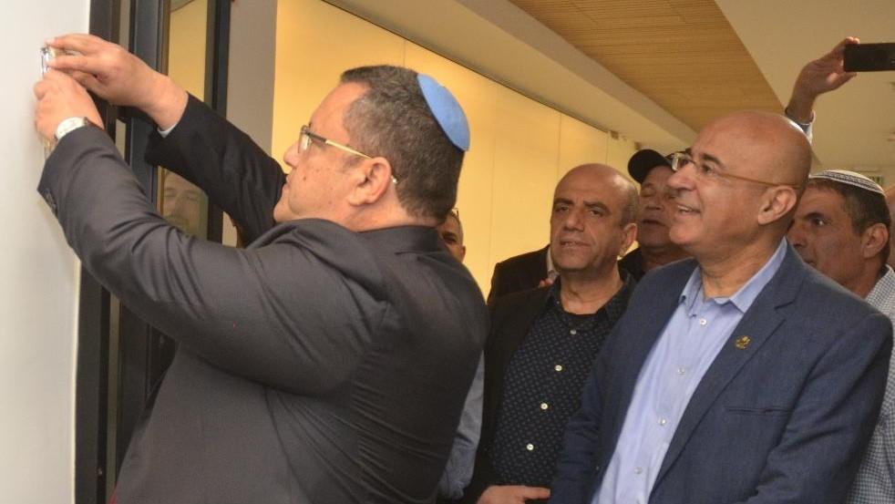 משה ליאון חנך את מוקד 106 החדש בכיכר ספרא