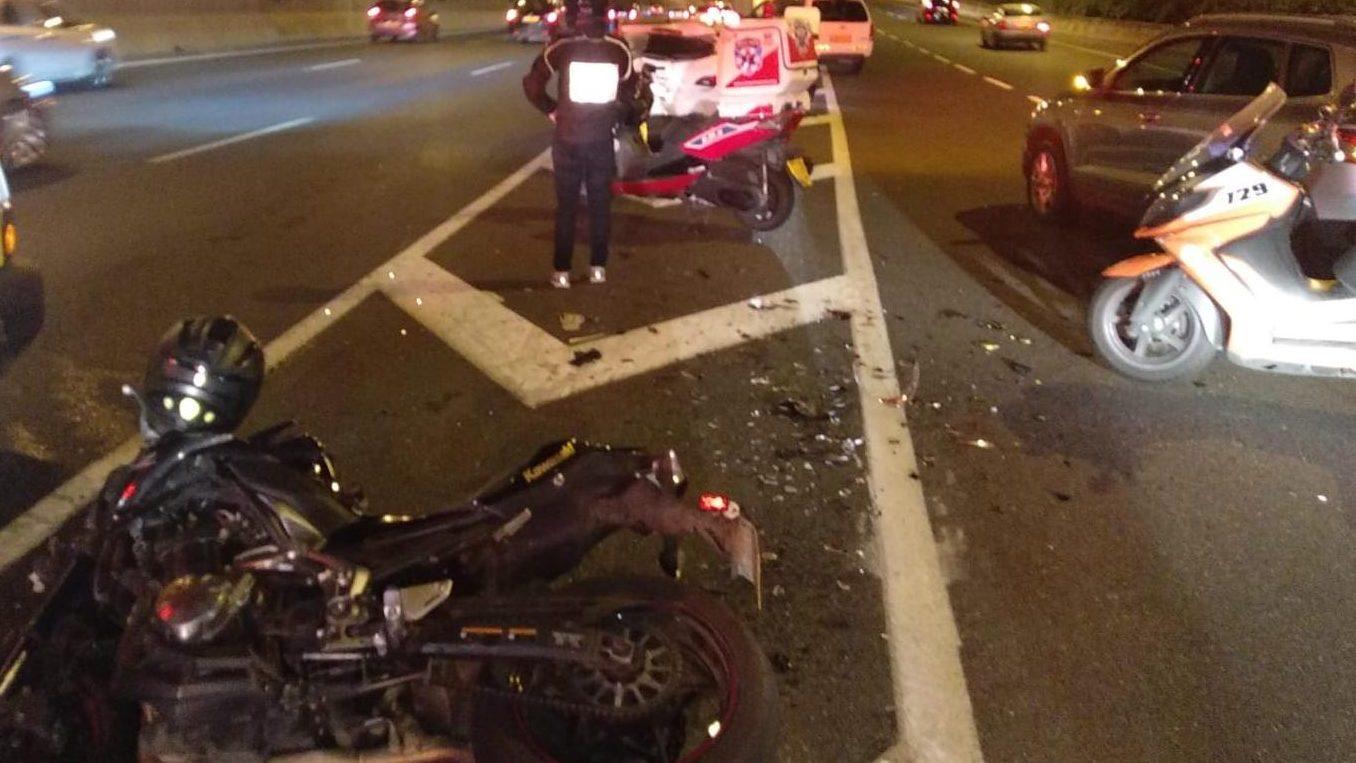 רוכב אופנוע נפגע מרכב בבת ים – מצבו בינוני