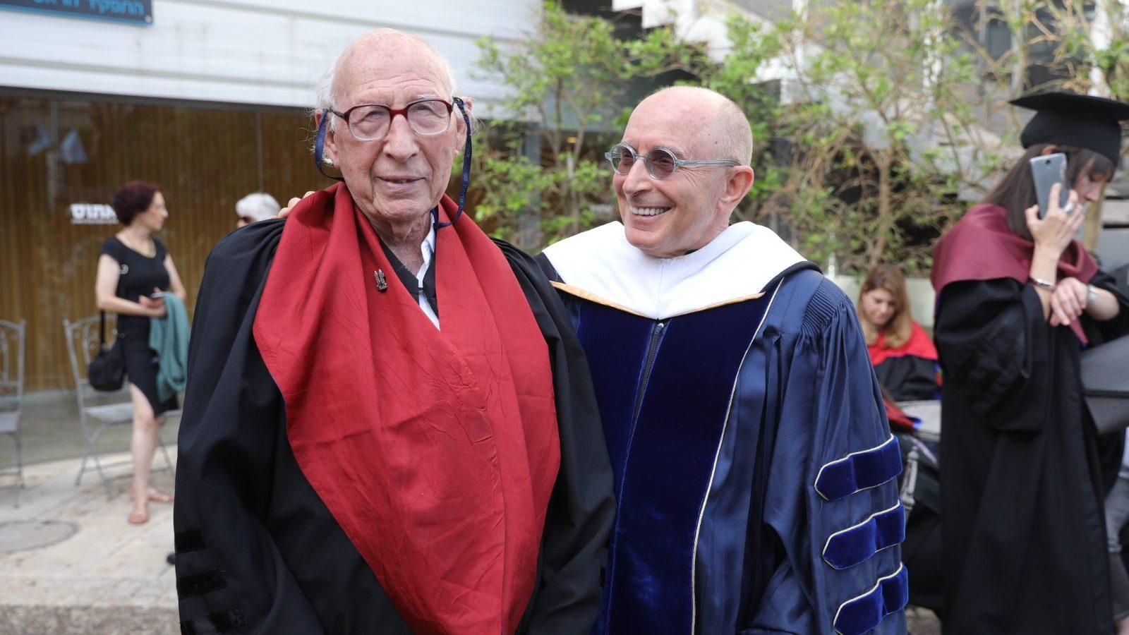 """""""את התזה שלי אציג בדיבור ולא בטכנולוגיה"""": בגיל 90, גבי ברשי קיבל דוקטורט בחוג למקרא באוניברסיטת חיפה"""