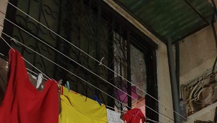 שריפה פרצה בבניין בחולון – שלושה ילדים קפצו ממסתור הכביסה ונפצעו קל