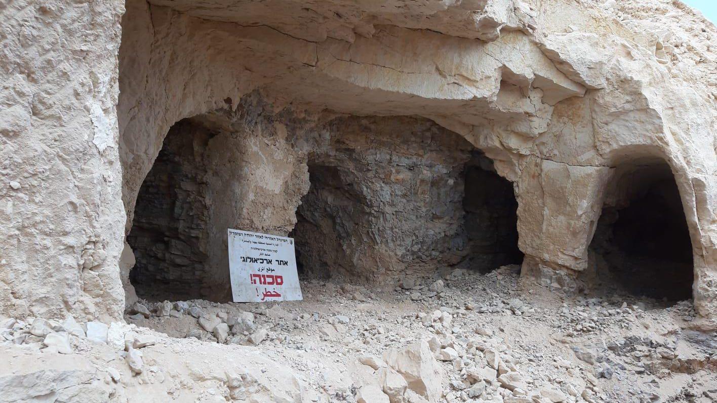 לאחר שחוללו בידי ערבים, עצמות יהודים מתקופת בית שני הובאו לקבורה מחודשת בכפר אדומים (צפו)