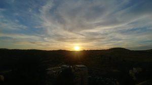ערב טוב ושבוע נפלא לכל בית ישראל עם השקיעה מעל שכונת גילה