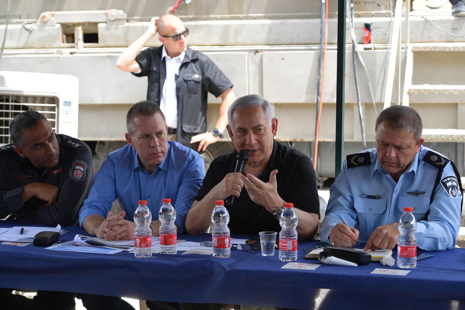 נתניהו: ״שוקל הרחבת הטייסת גם לפעולות יום – מודה למצרים ששלחה שני מסוקים לכיבוי״