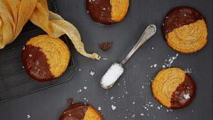 מתוק כמו יום בים: עוגיות שוקולד ומלח גס