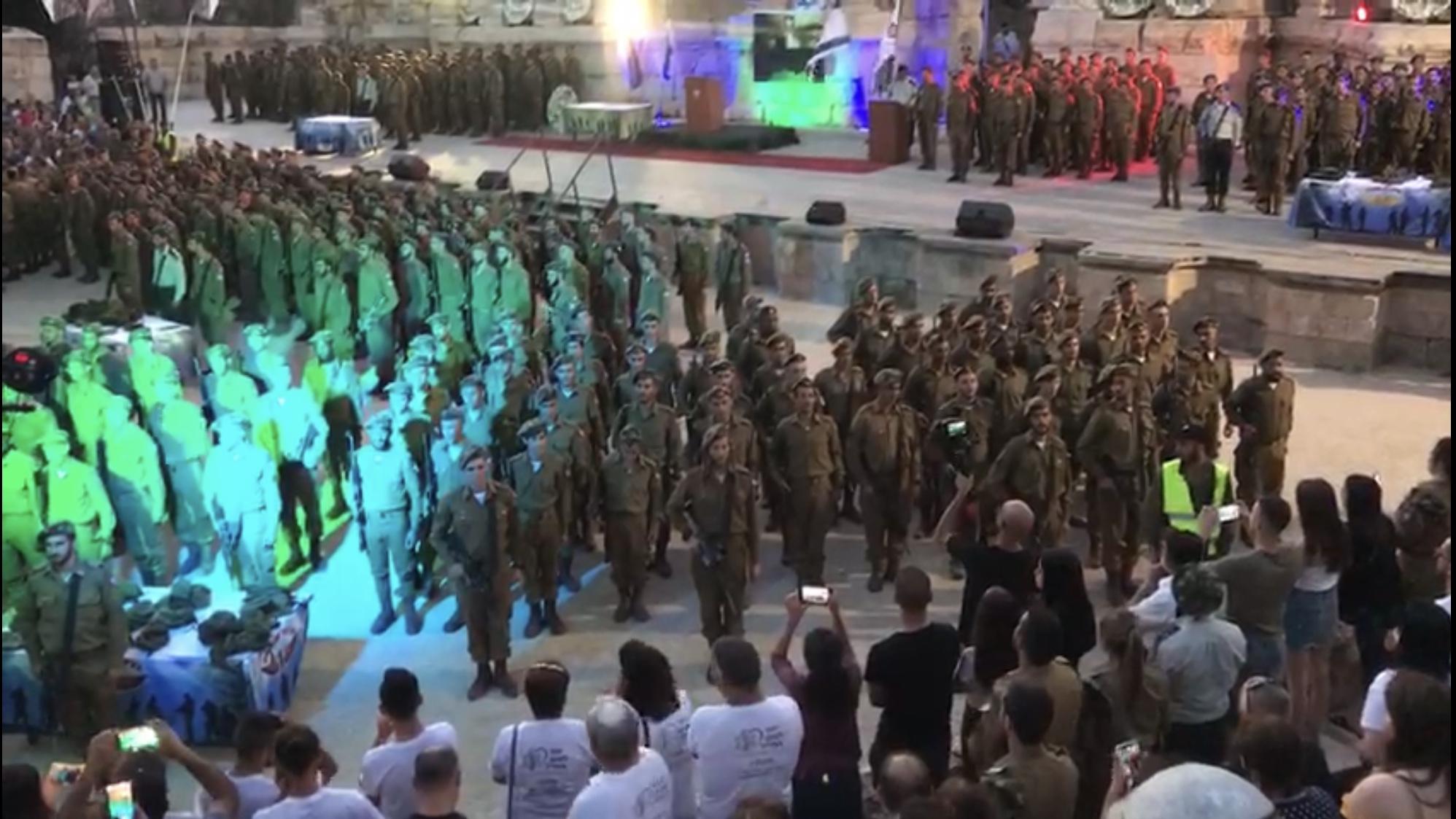 צפו בסרטון המרגש: חיילי כפיר מקבלים כומתה ופוצחים בשירת ״אני מאמין״
