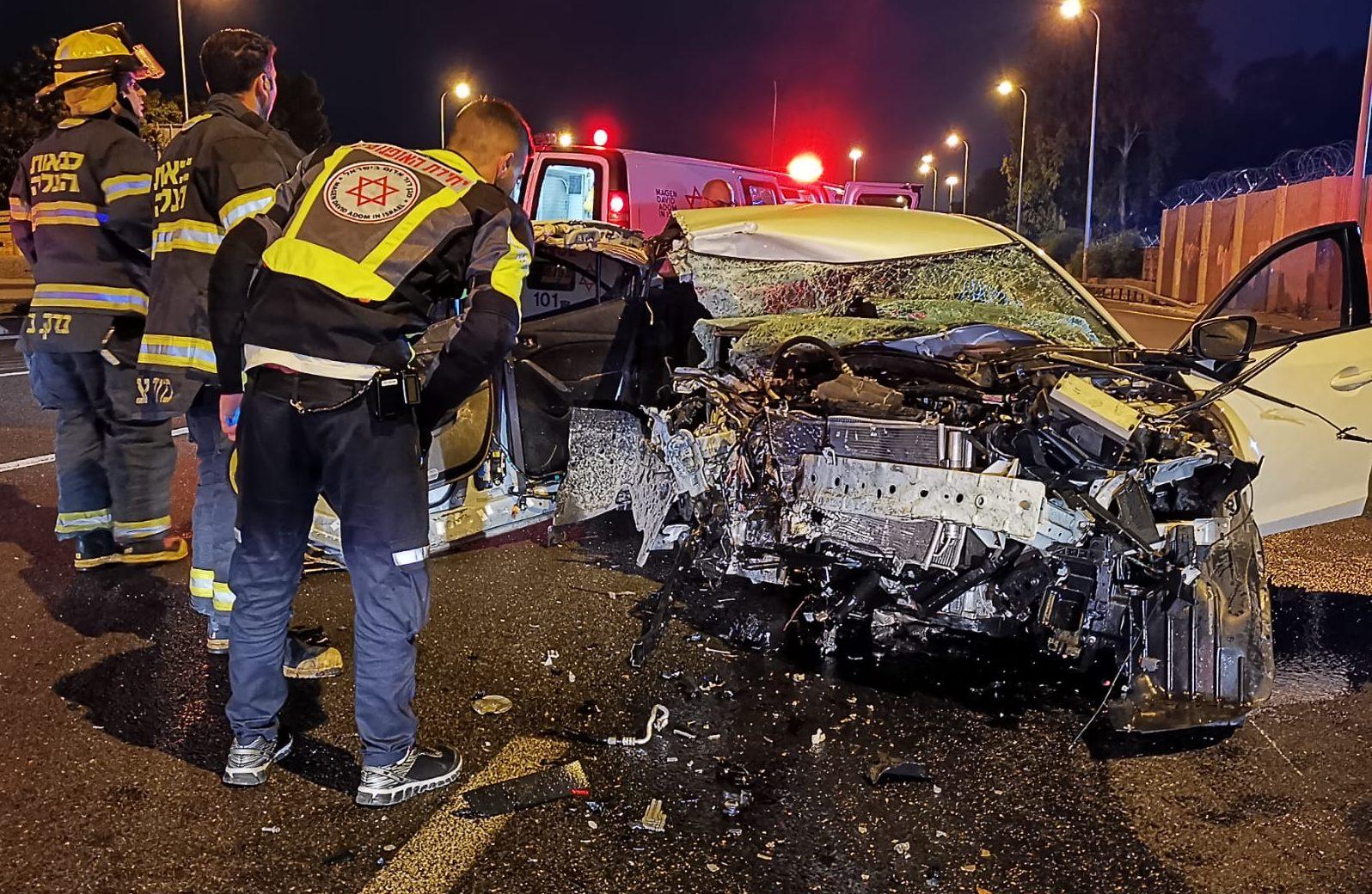בן 24 נפצע קשה בהתנגשות רכב במעקה בטיחות סמוך למחלף גלילות