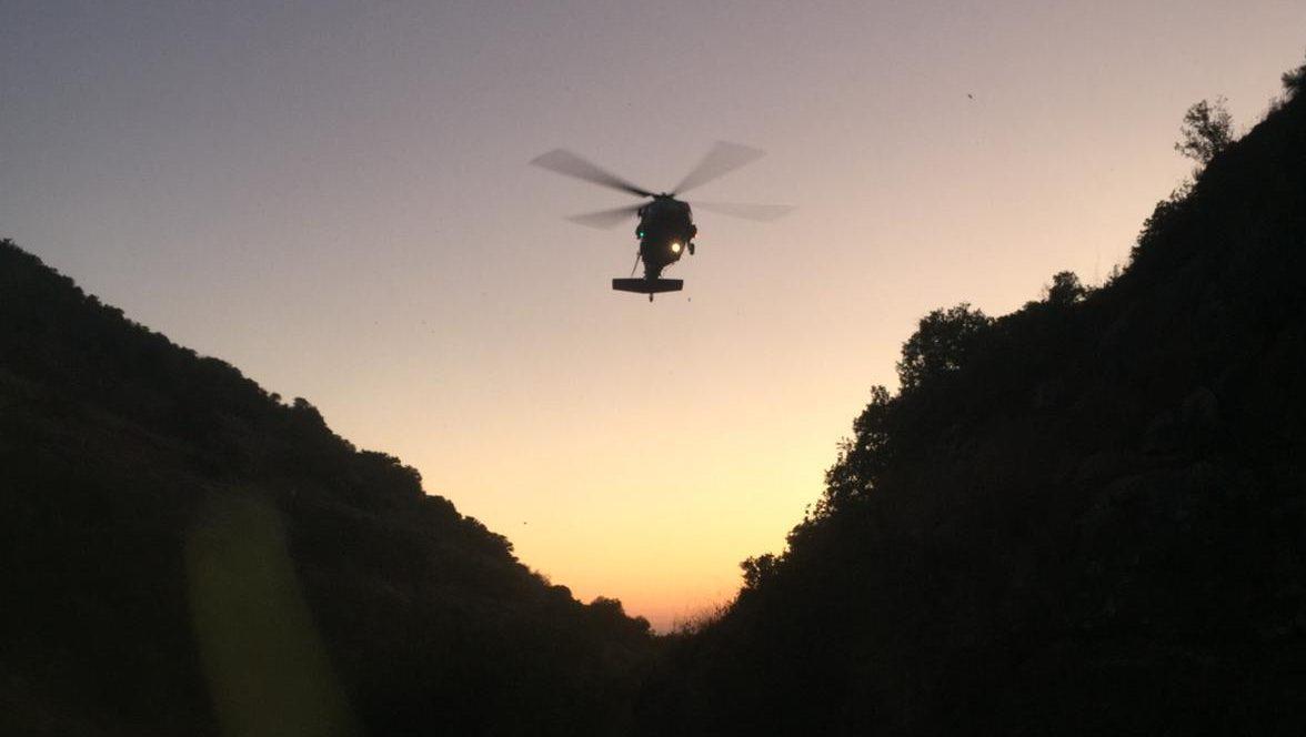 צפו: מסוק צבאי מחלץ בת 30 שנפצעה בטיול סמוך למערת התאומים