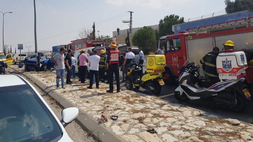 שני צעירים נפצעו קשה וקל בתאונה עצמית בירושלים