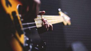 חשבתם על שיעורי גיטרה? כך תבחרו מורה לגיטרה