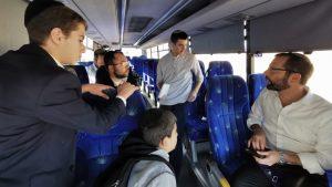 """ראש מועצת בנימין הצטרף לנוסעי התחבורה הציבורית: """"היא עוגן של איכות חיים"""""""