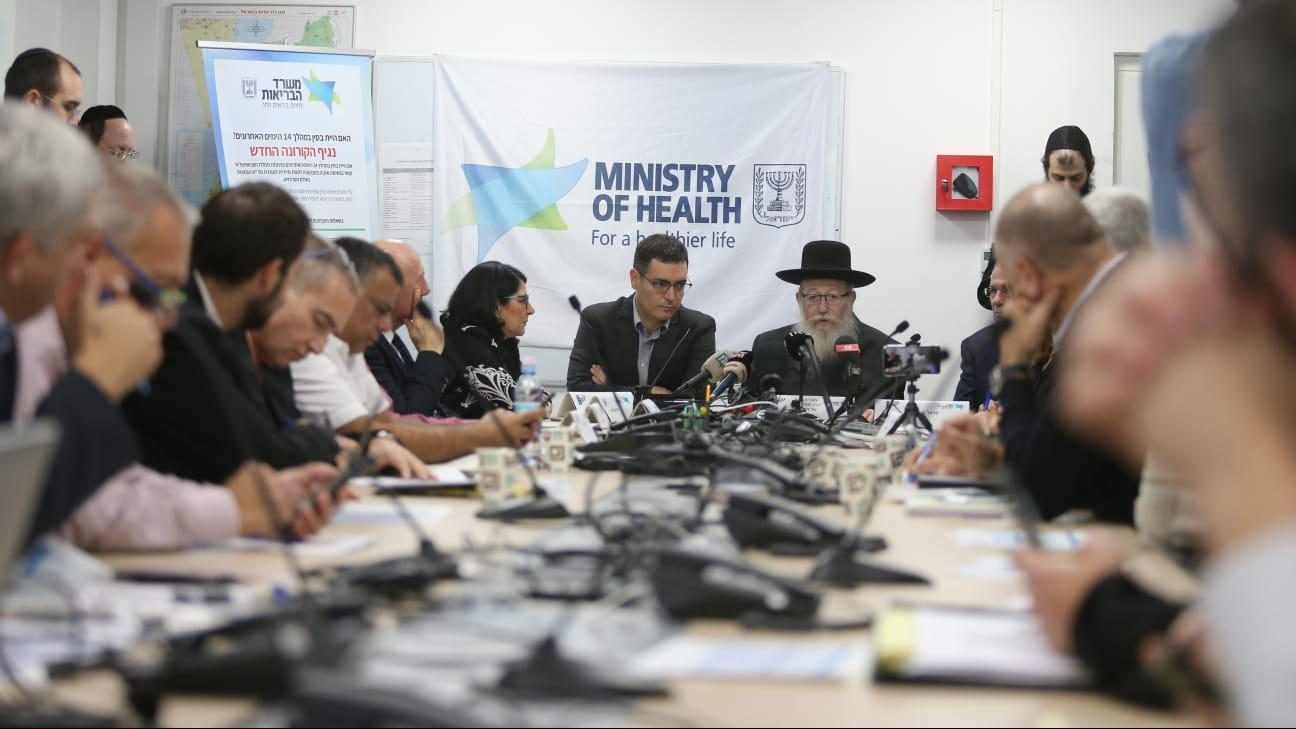 נגיף הקורונה: שר הבריאות הנחה לבחון האם יש להמליץ על מגבלות בנסיעה לכנסים בינלאומיים