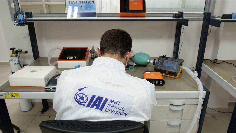 בהנחיית השר בנט: משרד הביטחון, התעשייה האווירית וחברת אינוויטק החלו בייצור מכונות הנשמה מתוצרת ישראל | צפו