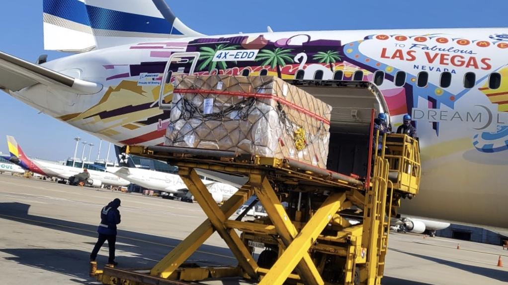 חומרים כימיים לעשרות אלפי בדיקות קורונה הועברו מדרום קוריאה לישראל. בנט: