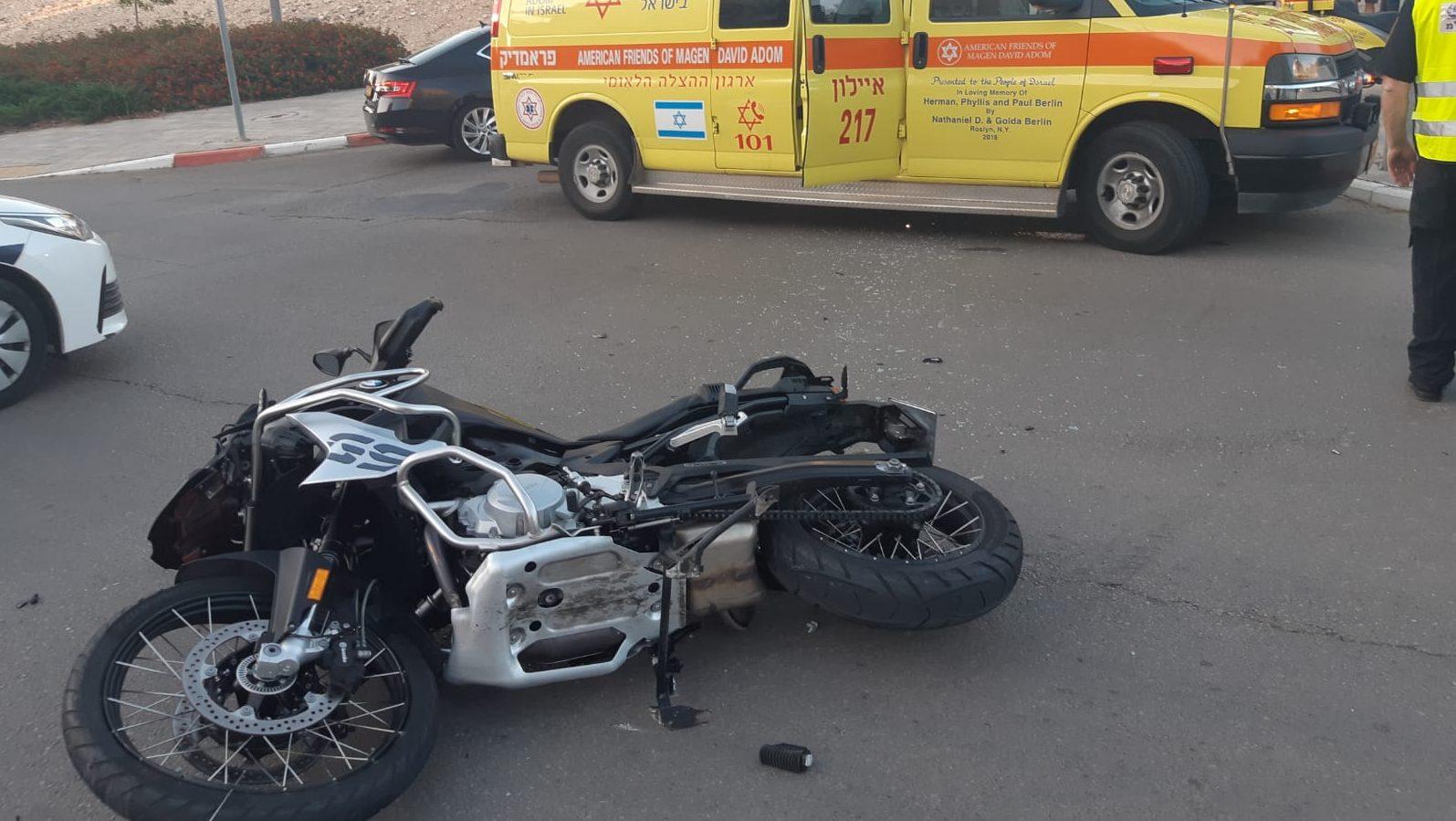 גבר ואישה נפצעו בינוני בתאונה בין רכב לאופנוע במודיעין