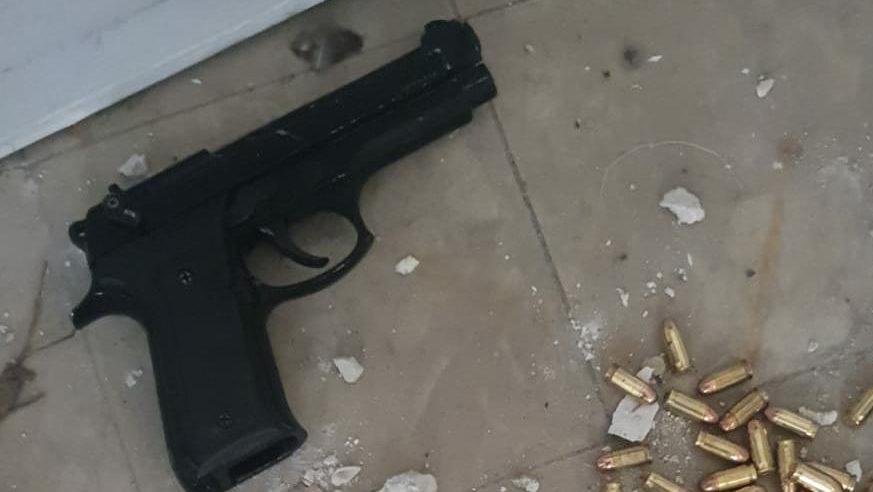 נעצר חשוד בהחזקת אקדחים ועשרות גרם הירואין ביפו
