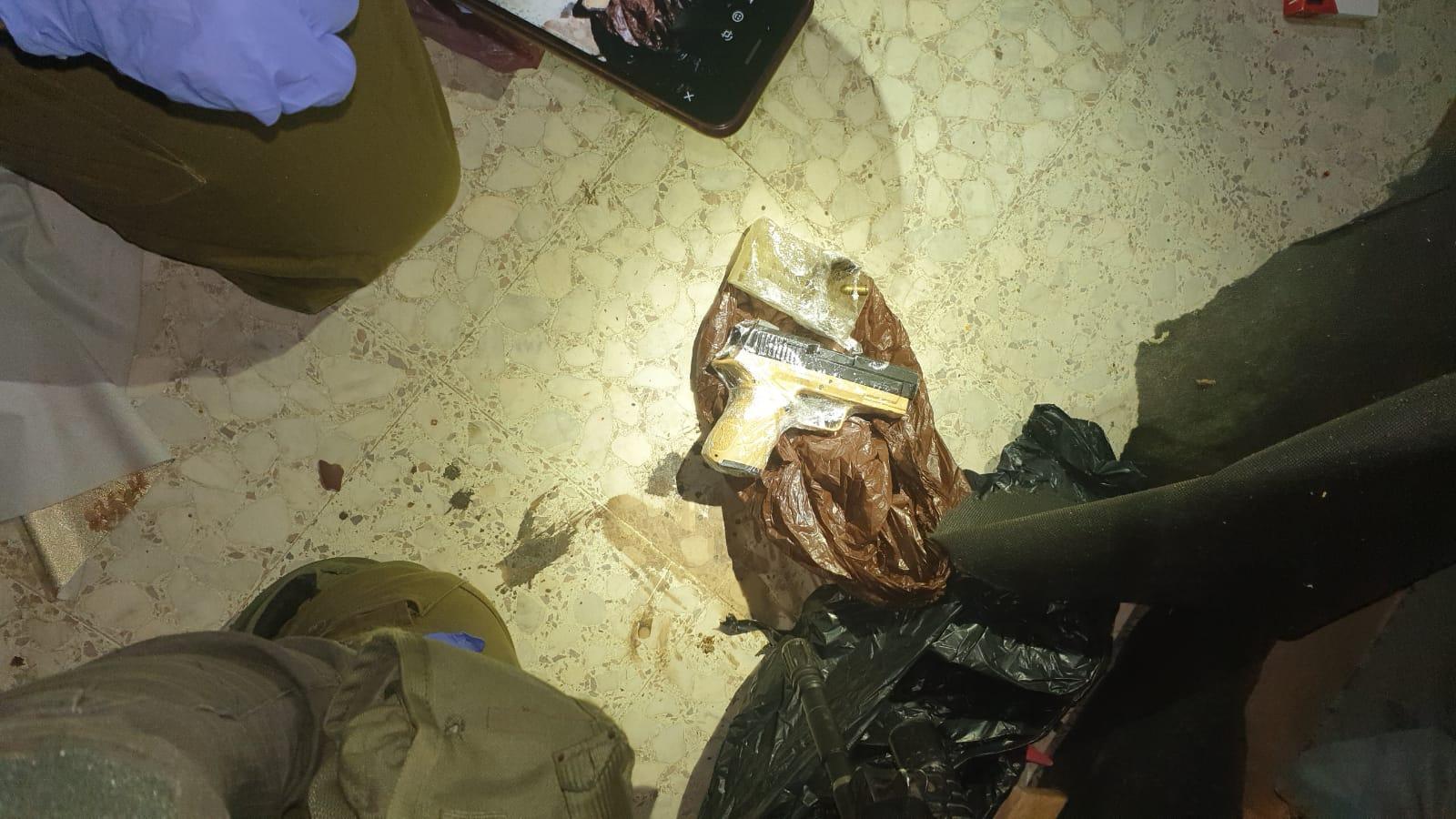 תיעוד בלעדי: לוחמי נצח יהודה עצרו ערבי מבוקש ותפסו נשק | צפו