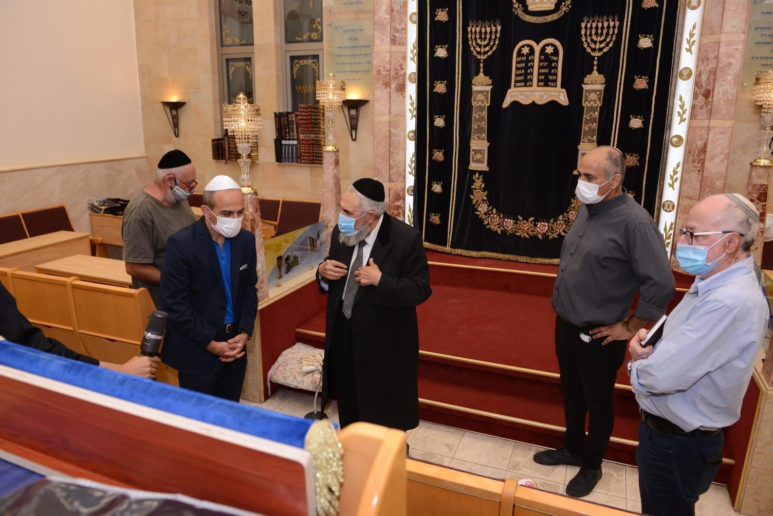 ליל תשעה באב בצל הנגיף | פרויקטור הקורונה מסייר בבתי הכנסת: