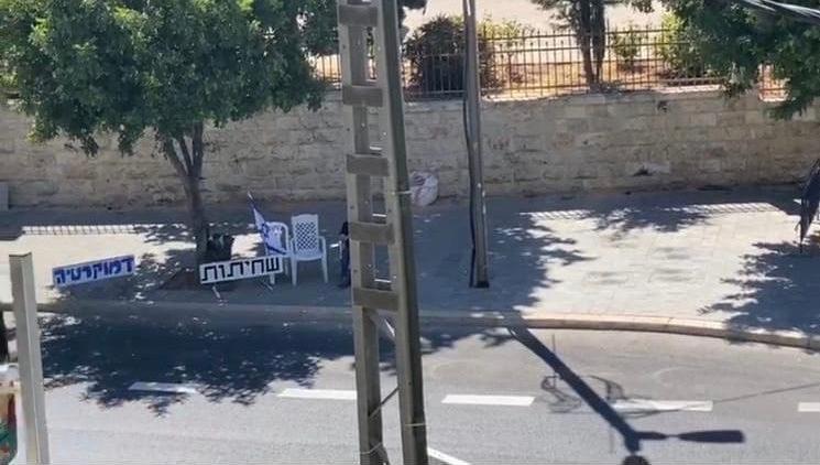 בעקבות מאבק 0404 | שוב קנסות, שלטים הוסרו וה״מחאה״ הבלתי חוקית ליד מעון רה״מ נעלמת