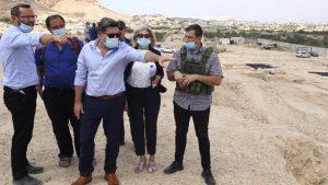 """השר אקוניס בביקור בבנימין: """"מורשתו של עם ישראל עוברת כאן – נקדם ונחזק את האיזור״"""