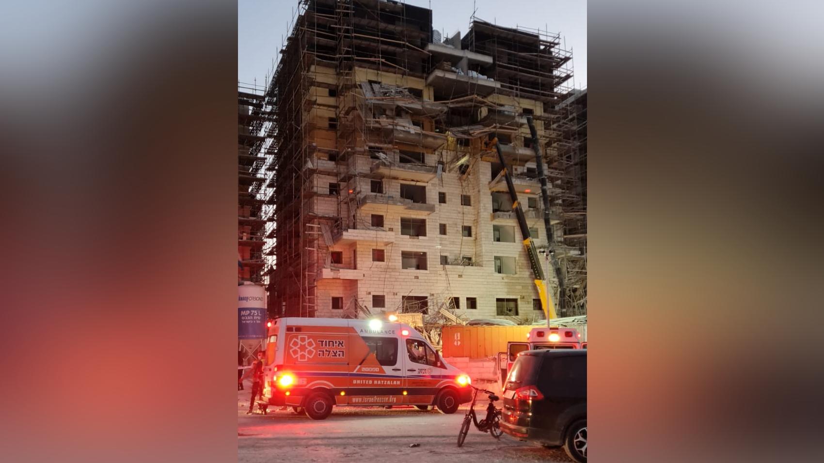 פצועים בקריסת פיגומים באתר בנייה בבית שמש – כוחות הוזעקו למקום