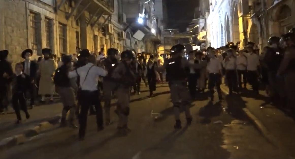 17 מתפרעים נעצרו במהלך עימותים אלימים בין הפלג הקיצוני לכוחות המשטרה בירושלים