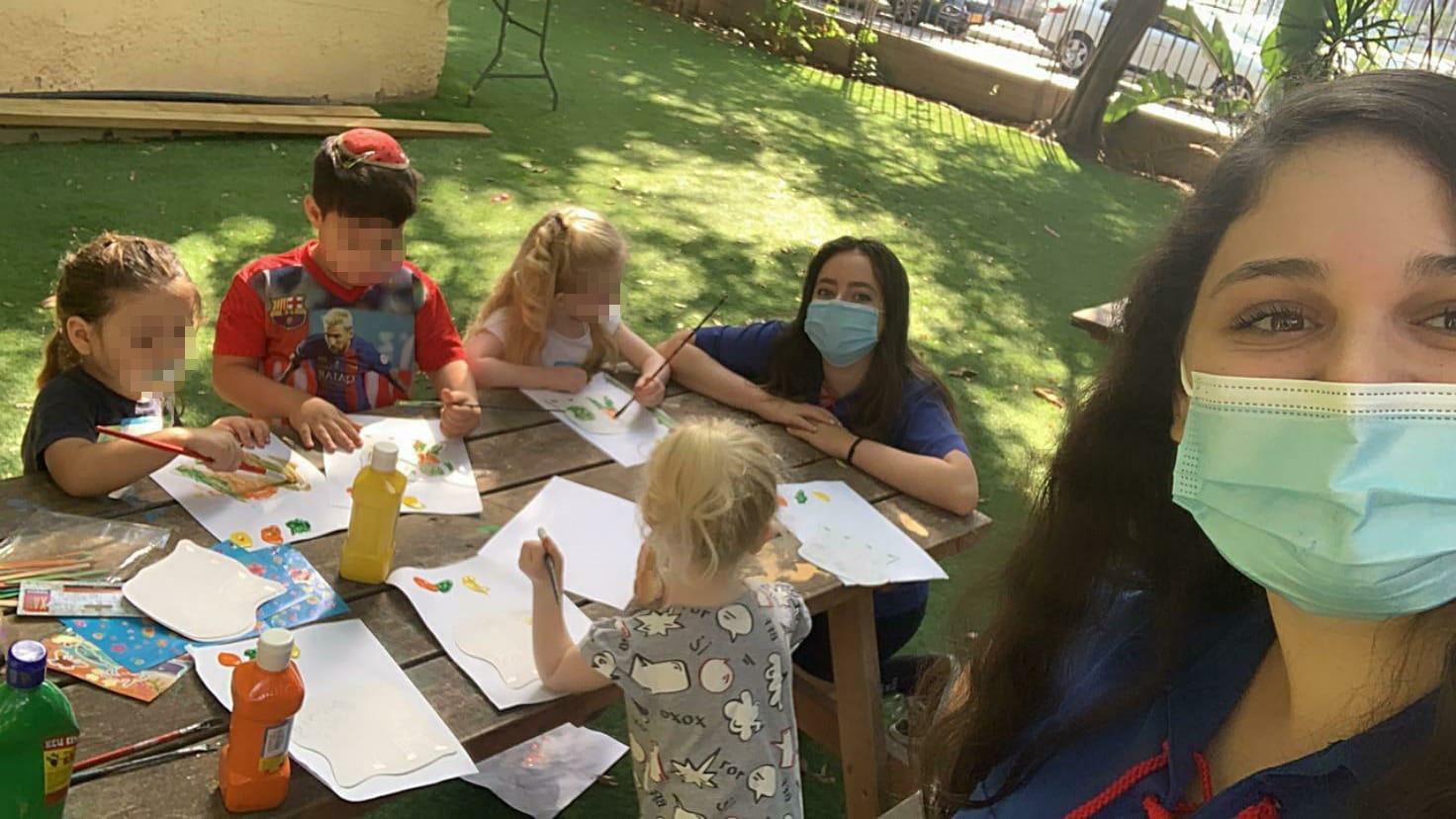 מאות בני תנועות הנוער נרתמו להעביר קייטנות לילדי הצוותים הרפואיים