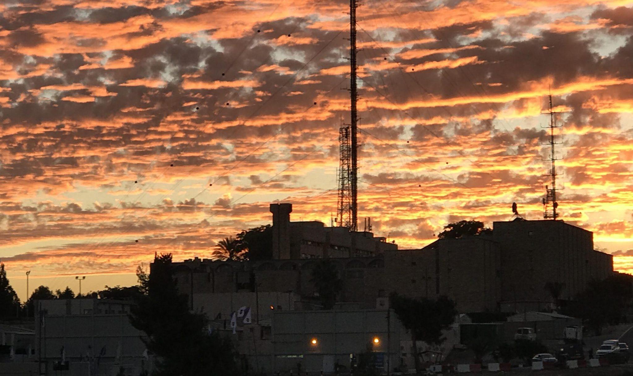 ארצנו המדהימה: השקיעה מעל פיקוד מרכז