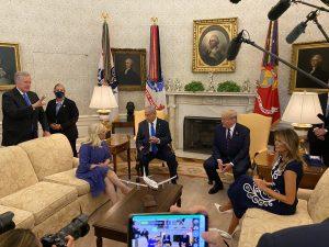 בדיוק שנה להסכמי השלום שנחתמו בבית הלבן: שנה אופטימית הפכה לתקופה מחרידה | יומן מסע שבנט עצר