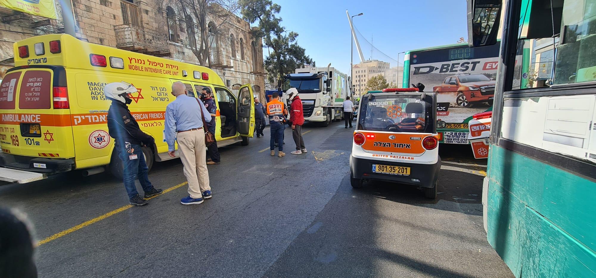 הולכת רגל נהרגה מפגיעת משאית סמוך לתחנה המרכזית בירושלים