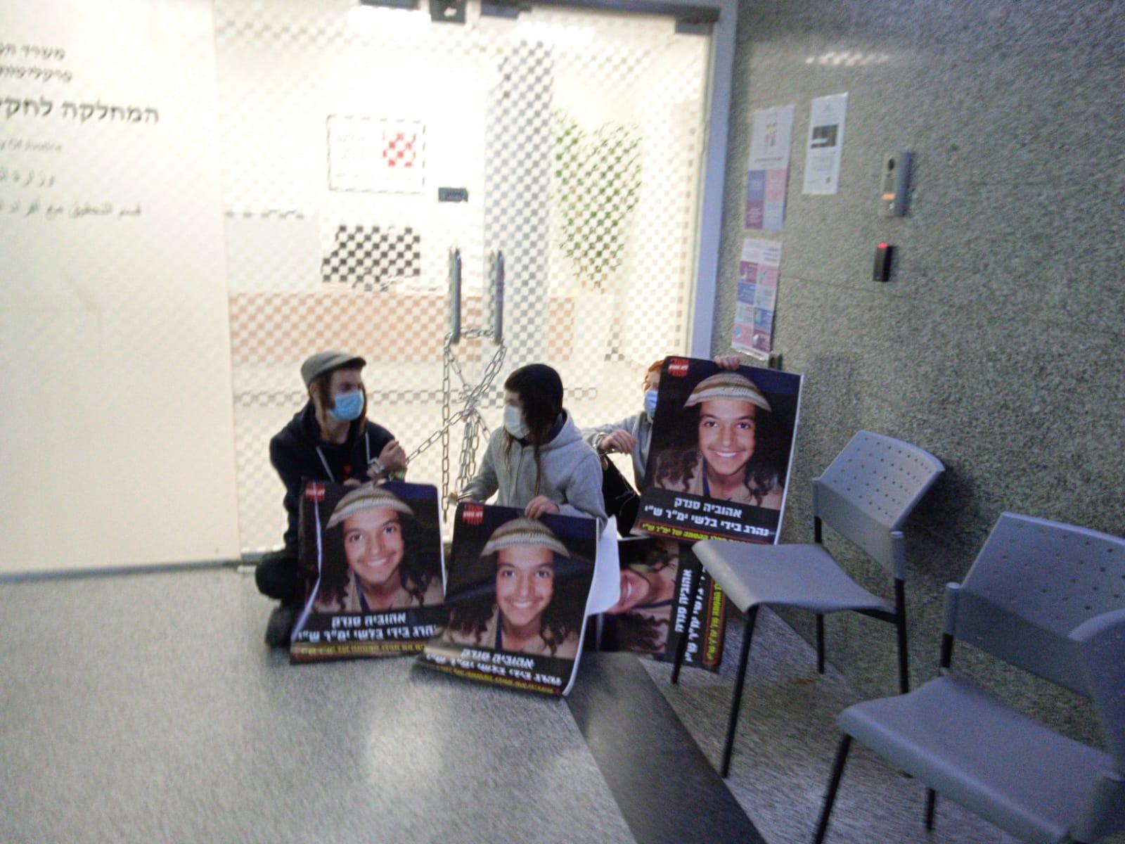 """מחאת סנדק משרדי מח""""ש"""