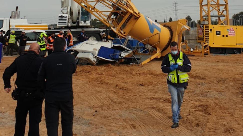 גבר נהרג בקריסת מנוף באתר בנייה באור עקיבא