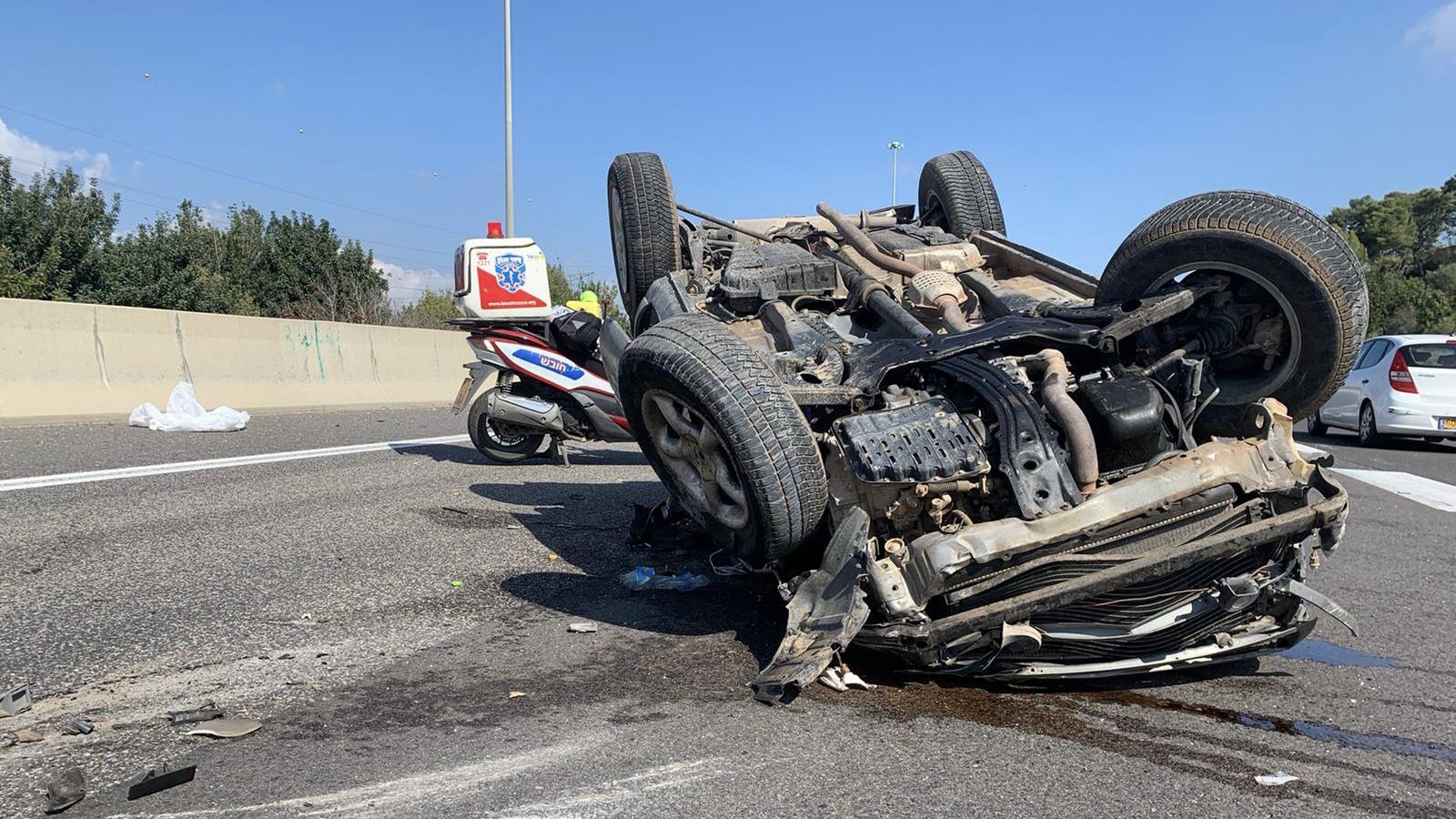 שלושה פצועים בהתהפכות רכב בכביש 6, סמוך למחלף ענבה