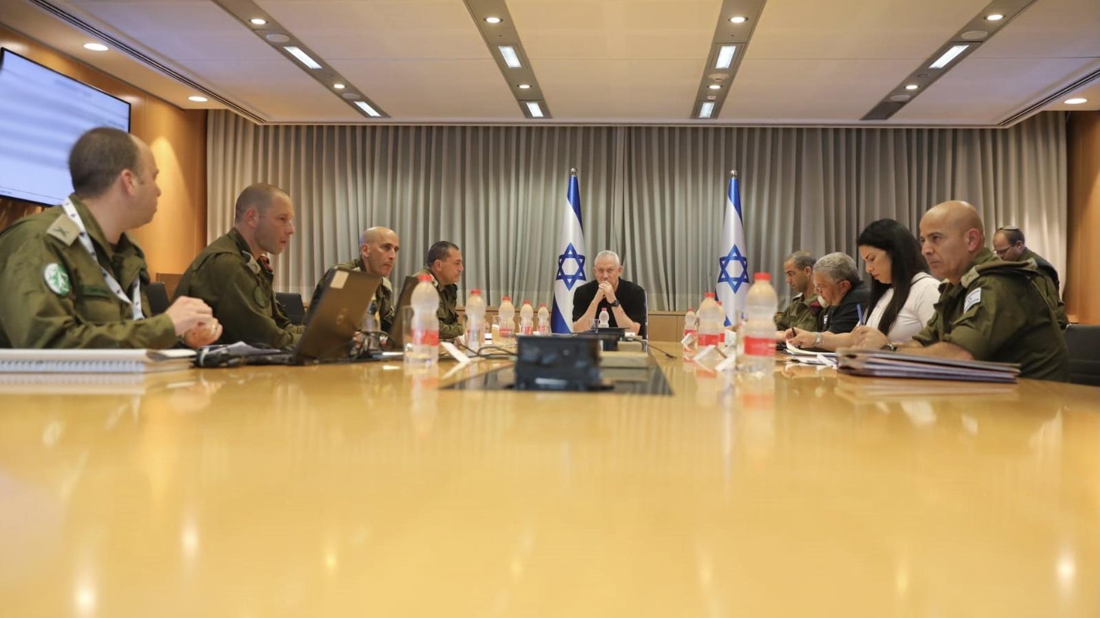לקראת המשך הפעולות המבצעיות: שר הביטחון גנץ סיים הערכת מצב עם בכירים במערכת הביטחון