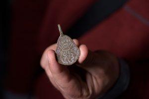 בלי עין הרע: קמיע עתיק להגנה הנושא את שם ה', נמסר לרשות העתיקות