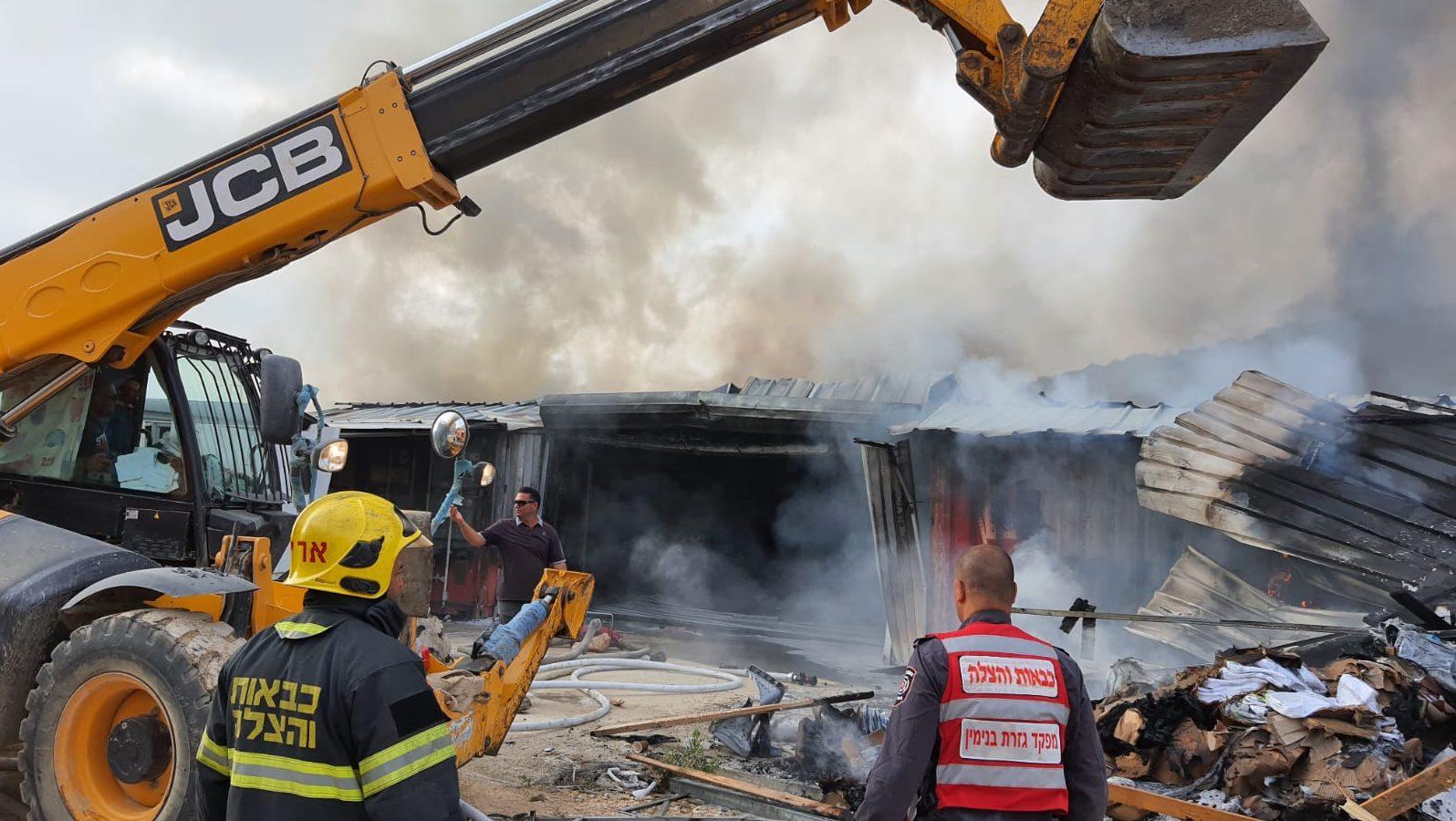 נזק כבד בשריפה שפרצה במרכז לוגיסטי של עמותת צדקה במודיעין עלית