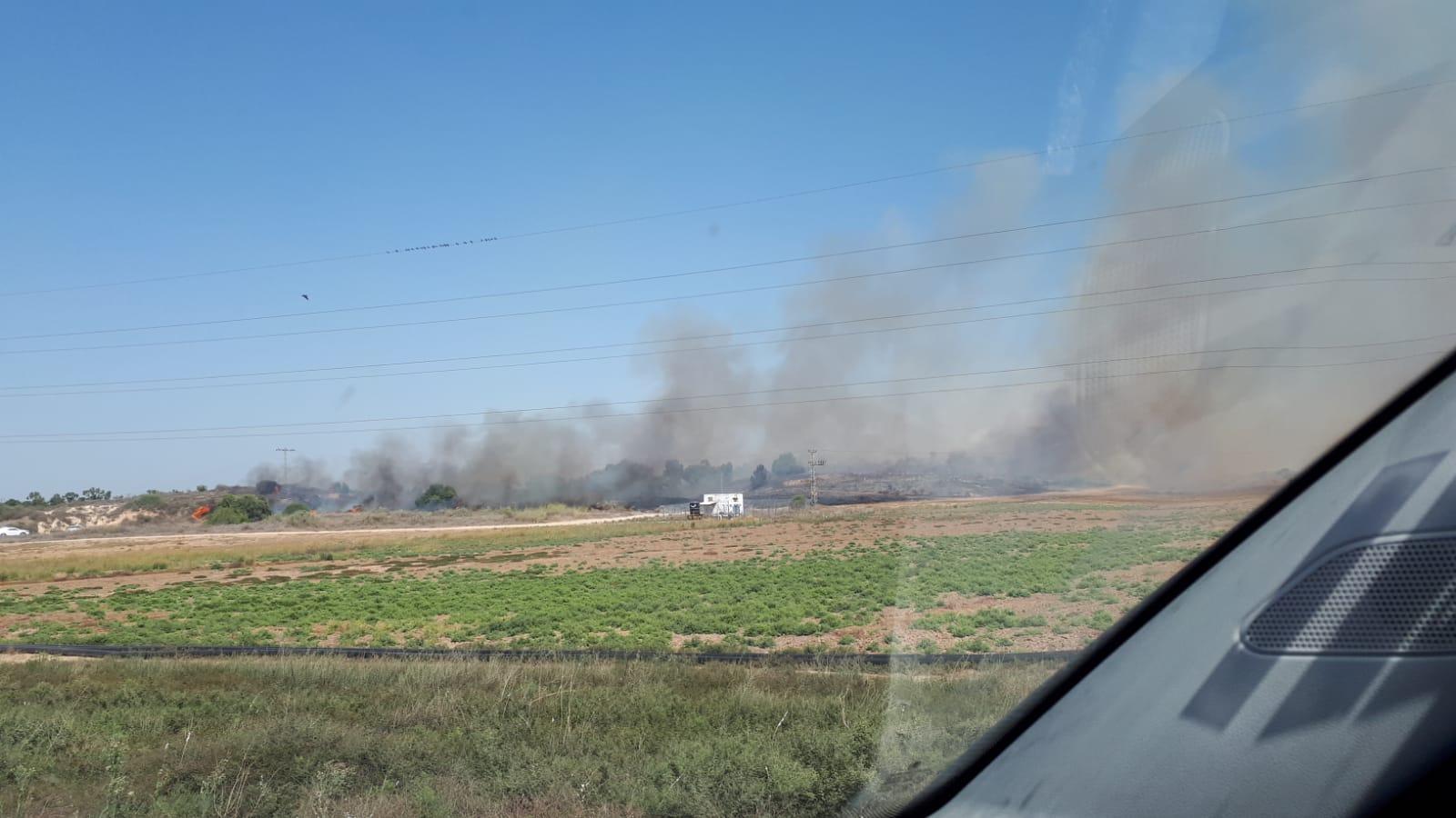 שריפה פרצה בעוטף – נבדק חשד כי נגרמה כתוצאה מבלוני תבערה